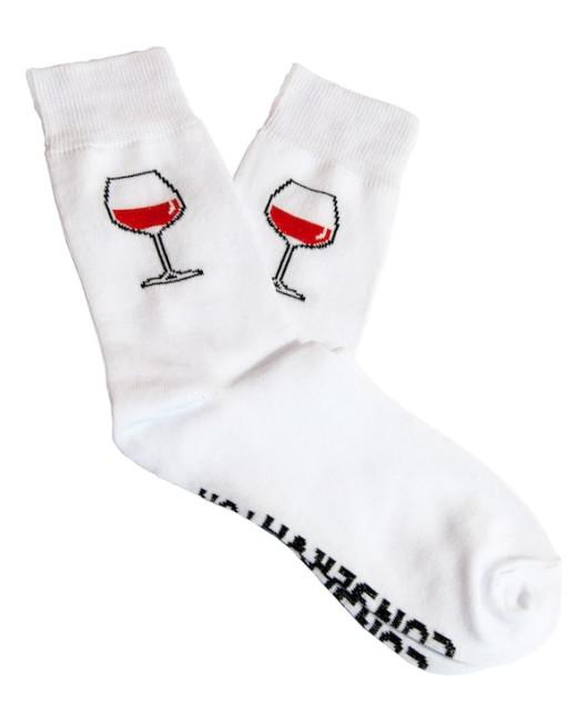 Носки с вином в консервной банке