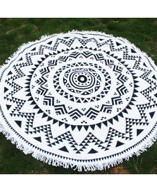Круглое полотенце черно-белое