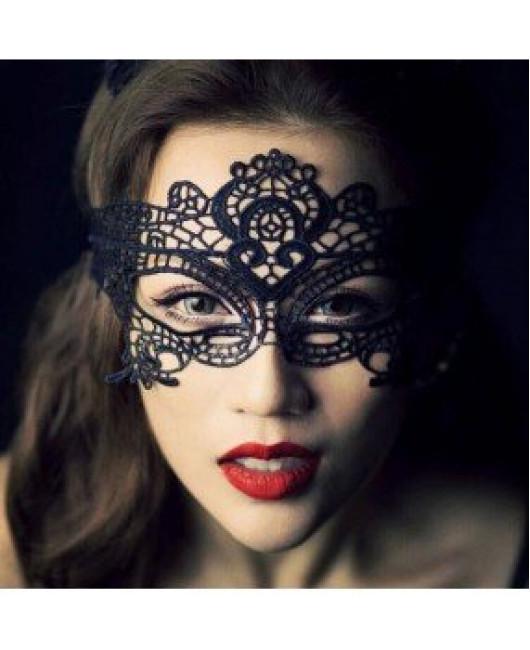Красивая кружевная маска